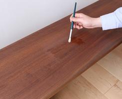 よくかきまぜて、薄めずそのままご使用ください。できるだけ薄く伸ばしながら、均一に木目に沿って塗装します。